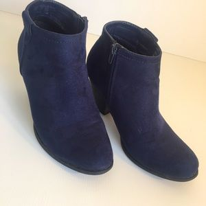 NUMBER ONE SHOES sz 7 Faux suede Navy Ankle Boot